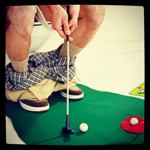 GOLFDASHBLOG POST: Putt 'n Poop #golf #golfgag# golfjoke #putting | https://bitly.com/#