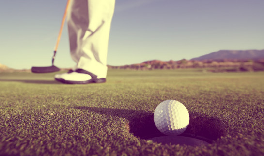 golfer putting 2 7 Putting Secrets You Need to Know