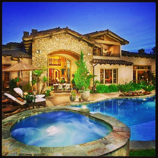 I don't think I'd mind this golf course home. #golf #golfcourse #golfcoursehome #instagolf #golfhome ?????⛳️